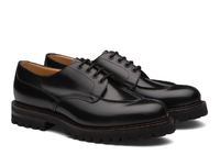 Uチップのモカ縫いについて。 church'sのUチップを購入しようと考えています。 Edgertonというモデルなのですが、 モカ縫いはどの種類になるのでしょうか? 写真では分かりづらい部分があるかもしれませんが、 お教えいただけますと幸いです。 https://www.church-footwear.com/eu/en/men/style/derbys/products.polished...