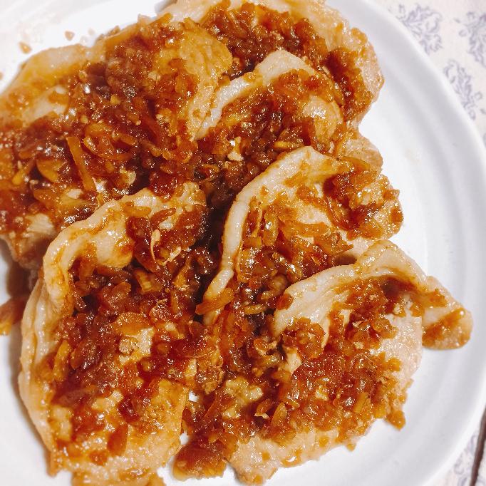 生姜焼き焼いたよ。 、、キャベツとかプチトマトとかそういうのと一緒に盛り付けないとなんか寂しくない?