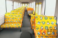 幼稚園バスはどうして座席が普通の一般バスよりも低いのでしょうか?