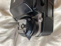 フィルムカメラ初心者です。Nikon f2だと思われます。説明書が見当たらず、フィルムの巻き上げ方がわかりません。 他のカメラの動画などで見るとフィルム巻き上げレバーがあるのですが、このカメラにはそのようなものがないように思われます。 どのようにして巻き上げれば良いのか教えてほしいです。