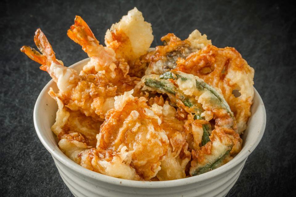 天丼の天ぷらはサクサクが良いですか? それとも多少しっとり気味が良いですか? (^。^)b
