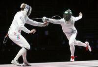 東京オリンピック男子フェンシングエペ団体戦で日本が金メダルを取ったことは賞賛に値しますよね? まさにKing of フェンシングです!  もともとフェンシングはヨーロッパが発祥地でルールもフランス語ですね?  これって剣道全日本選手権でフランス代表の選手が優勝するよりも遥かに素晴らしい快挙ですね?