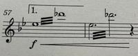 マリンバ、ビブラフォン、シロフォンの楽譜にあったのですが、この三本線の部分どのように演奏したら良いか回答お願いします 高校1年生です