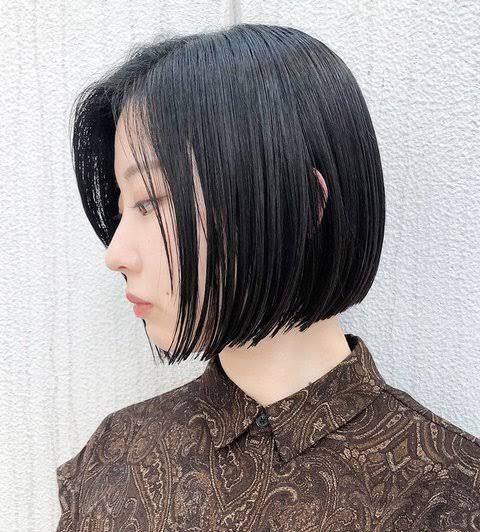 これくらいの黒髪になりたいのですが、これって黒染めしてますか? 地毛はこげ茶くらいです。