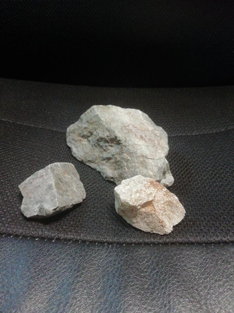この石ってなんていう種類のものか分かりますか?また、水槽に入れたら硬度って上がったりしますか?