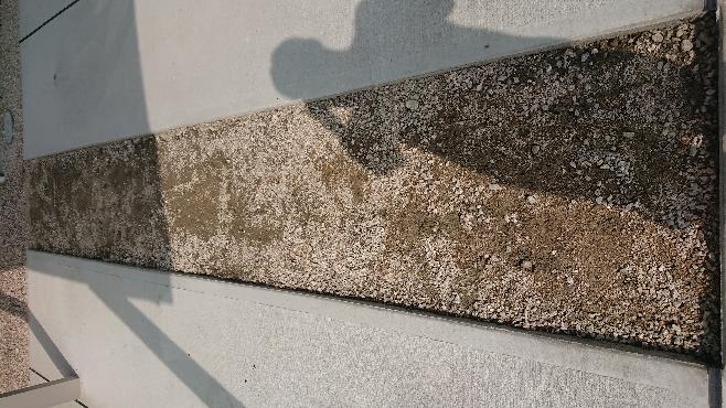 この間を床均しをしてワイヤーメッシュを敷きコンクリート打設しようと思うのですが、目地材は入れたほうがいいでしょうか? 打設前、何か気をつけたほうがいい事がありましたらご教授お願い致します。