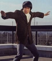 鏡京太郎は、なぜコンパクトミラーを持参しておかなかったんですか? そうすれば焦ることなく何時でお何処でも安心してミラーマンに変身できたのですが。