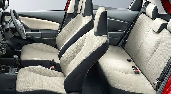 写真の様な伸びないタイプのヘッドレストのシートは後部座席用にフックとか収納は付けられないのでしょうか。