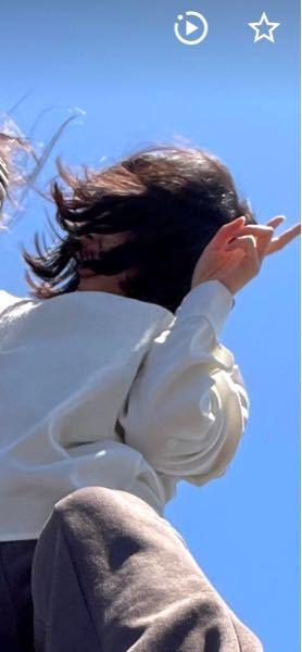 これ五月三日に妹と鴨川で撮ったんですけど自分の口が心霊写真みたいになってるのは気のせいでしょうか…? ライブフォトで撮ったんですけど再生すると普通なんです インスタにも投稿してるんですけど消した方がいいですか…?