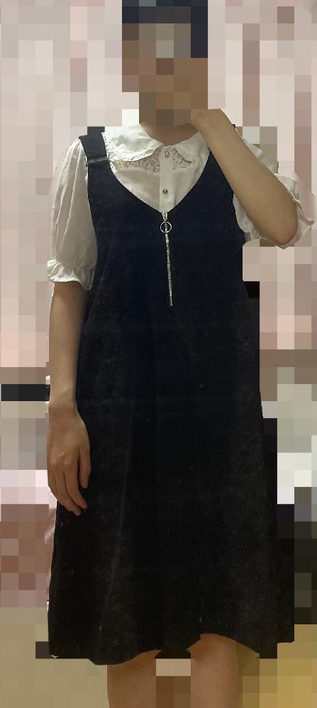 明日飲食店のバイト面接なのですが初めてなので服装にかなり迷っています こちら画像の服装はおかしいでしょうか? スカートは膝下で髪は1つに結ぶ予定です かなりピンチなので意見や回答よろしくお願いいたしますm(_ _)m!!!!
