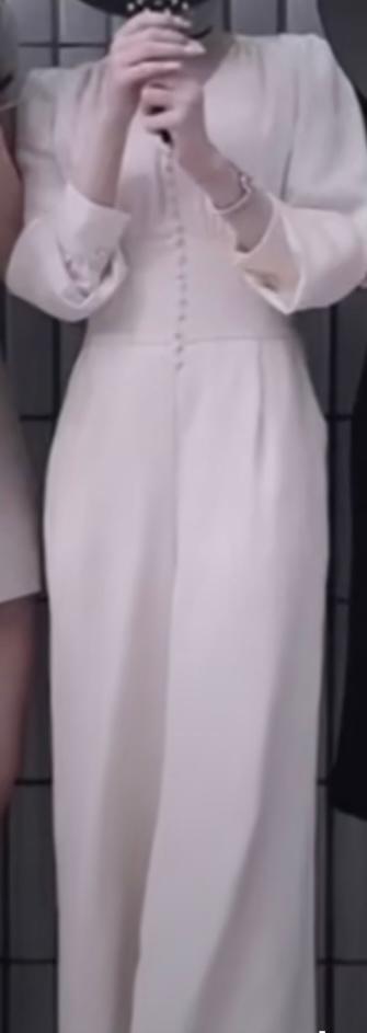 こちらSNSで見かけたお洋服で、Lily Brownの服ということはわかっているのですが、商品名がわからず、検索しても出てきません。わかる方いらっしゃいましたら教えていたたければと思います。