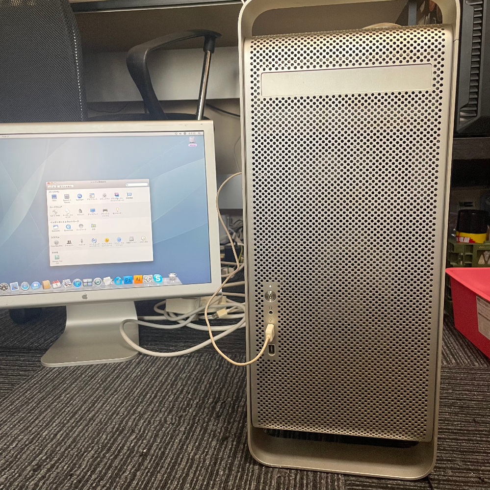MacのPCについて質問です。 10年ほど前に親戚から譲っていただいたPCの品番がわかりません。 正確な品番を教えてください。