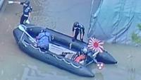 自衛隊の救助のボートに 一つだけ旭日旗がついて いました。 他のボートは ついていません。  なぜ、全ての船艇に掲揚しないのですか。