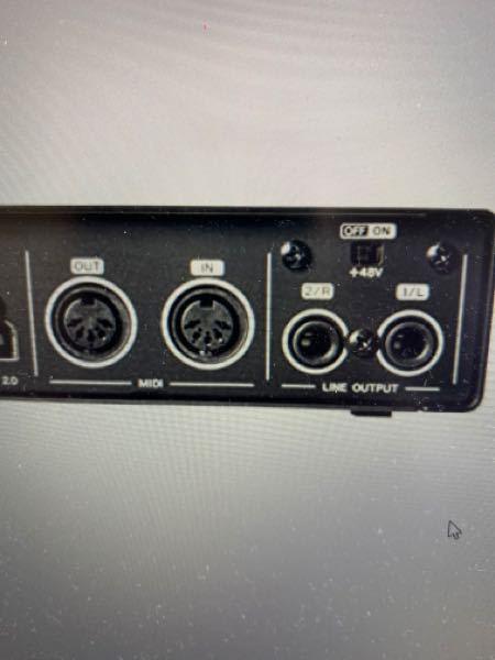 MIDIキーボードにMIDIアウト端子がついているのですが、 MIDIアウト端子と 画像のオーディオインターフェースの MIDIインの所を繋いで、 オーディオインターフェースをPCと繋ぐ、 オ...