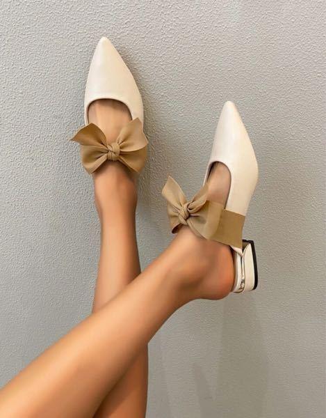 この靴は夏しか履けませんか? 冬、はだしにこの靴はおかしいですか? 冬履くとしたらタイツはきますか?