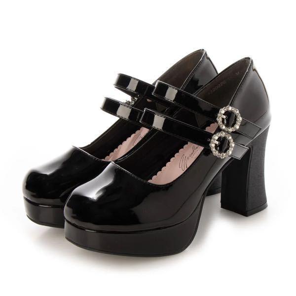 靴のサイズについて 合皮でヒールのある靴を買いたいのですがサイズを迷っています。 Lだと親指が滑って当たってしまうし、LLだと指1本分くらいの余裕ができます。 皆さんだったら、どっちを買いますか?