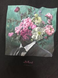 このバンTは何というバンドのTシャツですか?