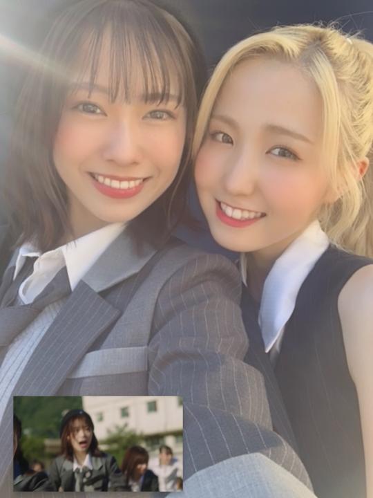 AKB48の「根も葉もRumor」に映る「W」のCAPの女性の名前を教えて下さい。 https...