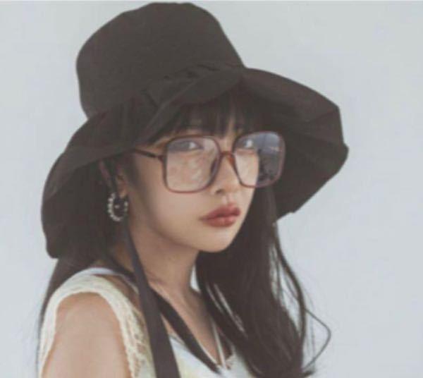 この帽子かわいい!と思って買ったはいいもののどんな服を合わせたらいいかわからず困っています。誰か教えてください