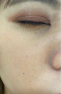 皮脂崩れ防止下地+クッションファンデ+パウダー 化粧崩れに良いと謳われる物を使っても、夕方にはこのようによれてしまいます。 写真では分かりにくいかも知れませんが、特に目頭周囲と、口元、頬が目立ちます(ほぼ全顔ですね) スキンケアの保湿が足りないのでしょうか?