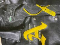 メルカリでAFGKのレジャージャッケットを買ったのですがこれが本物か知りたいです。わかる人教えて欲しいです。