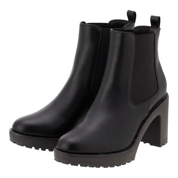 GUのこのブーツを探しているんですが、去年のものなので店舗には売っていないので、メルカリやZOZOを探しているのですがそこでも出品されてなくて困っています。 手に入れるにはどうしたらいいでしょう...