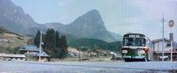 1977年の映画の1シーンですが、このとんがった山はどこでしょうか。 このバスには「大分国際交通」と書かれています。 大分にはマチュピチュと呼ばれるところがあるそうですが、そこかな。 この映像の角度で、googleストリートビュー、見られますか。