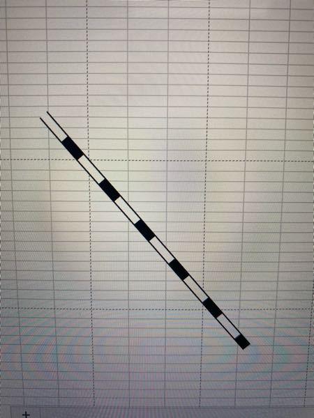 MacBookを使用しています。 エクセルで線路を描きたいのですが、添付画像のように黒の線の上に白の点線を描いて印刷をすると白い線が消えてしまいます。 対処法を教えていただきたいです。 または違う線路の描き方があれば教えてください。