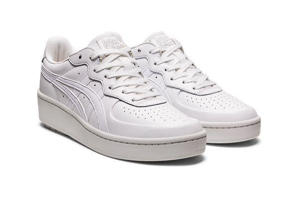 女ですが身長が170cm近くあり、ソールの低いスニーカーを探していたところ、オニツカタイガーのこの靴を見つけました。 オニツカタイガーは有名なんでしょうか? どんなファッションの人がよく履いてい...
