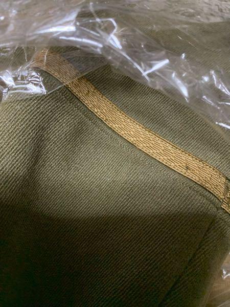 軍服について。 日本陸軍の3式軍服の袖章は通常緑色だと思うのですが、金色の袖章の意味をご存知の方いらっしゃらないでしょうか。 よろしくお願いいたします。