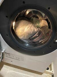 ドラム式洗濯機の洗濯容量11㌔です。写真くらいの量は11㌔を超えてますか? また、これくらいの量です脱水出来なくなるものでしょうか? 偏りエラーが出てたので何回か直したのですが脱水できません。 そんなに入れてるとは思わないのですが……