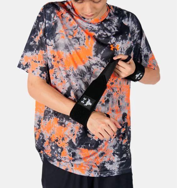 このTシャツを購入できるサイトを探してます! メーカーはアンダーアーマーです 写真元は「UAプロジェクトロック」のサイトです