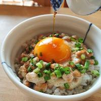 納豆ご飯に卵の黄身、落としますか? (^。^)♫