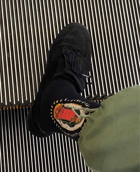 この靴のブランドと名前を教えて頂きたいです!インスタで見つけたのですが、分からなくて
