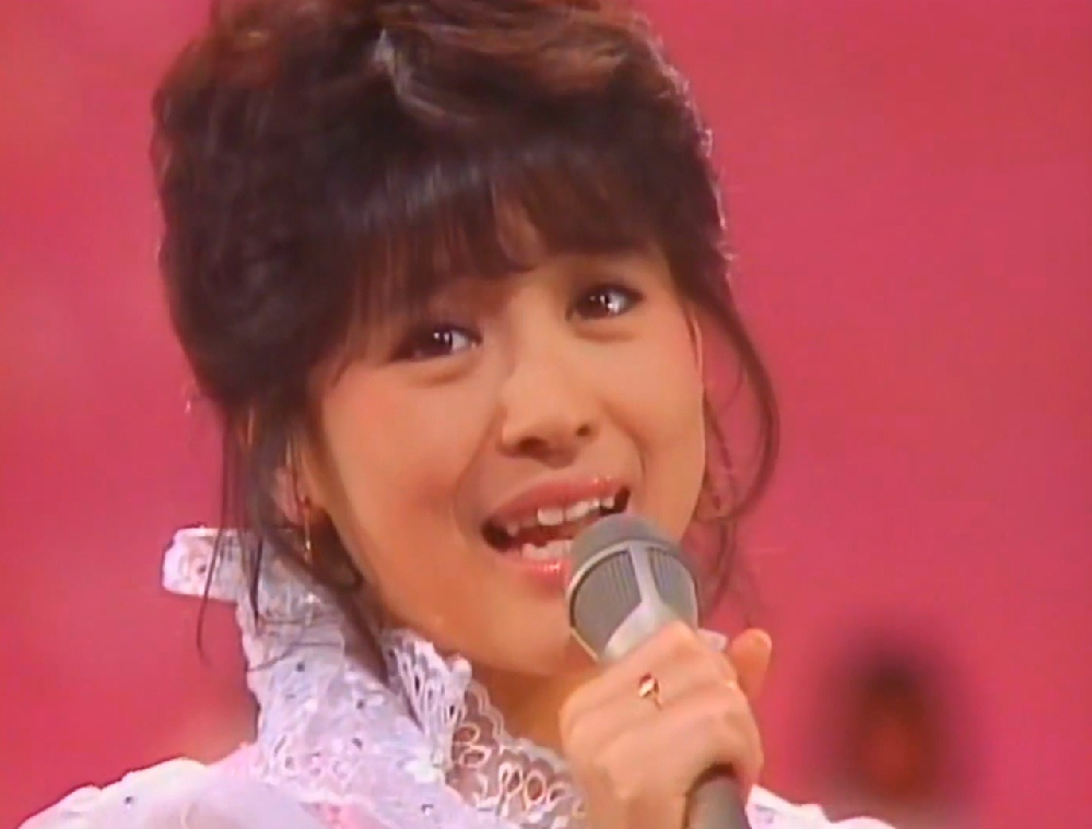 かねてからずっと松田聖子の大ファンなのですが「赤いスイートピー」の良さが どうしても分かりません。 どうしてあんな平凡な曲が人気があるのか、どなたか教えていただけませんか?