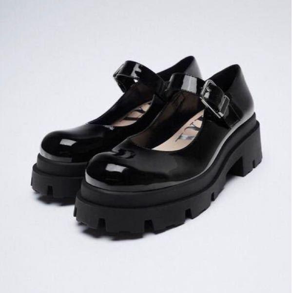 このような靴を買ったのですがどのような靴下、服を合わせれば良いかわかりません。私は脚にコンプレックスがあるので脚を出すコーデはあまりしたくありません。アドバイスお願いします!!