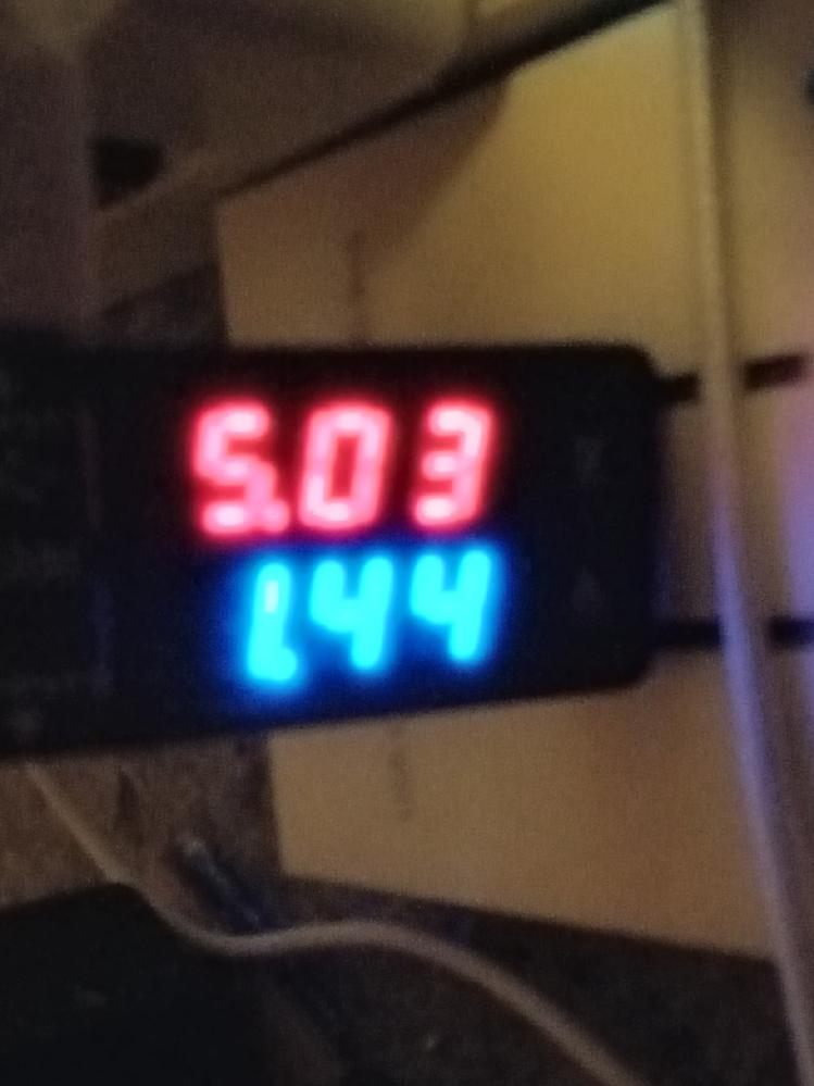 XPERIA Acer2は急速充電に対応してるのでしょうか?12wの充電器を使ってますが2Aも出てないです。 いたわり充電をオフにしても変わりませんでした。