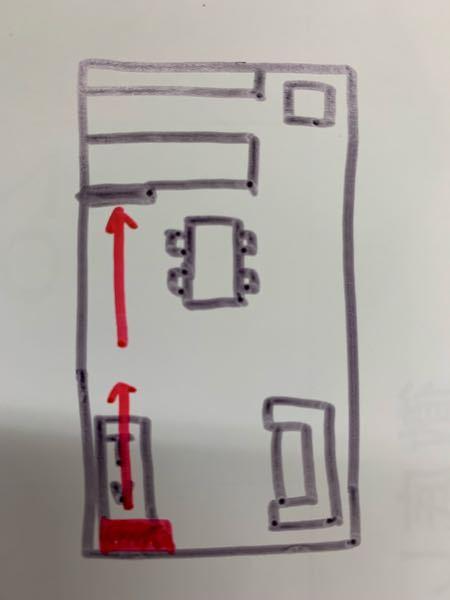 新築でのエアコン取り付け位置について教えてください。 雑な絵で申し訳ないですが、画像のような一般的なLDKにエアコン(赤い部分)を取り付けたいと思っています。 ソファ側だと風が当たるかなと思い、テレビ側の南面に設置したいと考えていますが、今度はキッチンの換気扇の壁に当たるため、キッチンが冷えないのではないかと心配です。 室外機もテレビ側においた方がスッキリ見えるので、これで行きたいと思ってはいるのですが、キッチンに立つことが多い私の決断ができません…。 何か対策、またはこれでも全然冷えるよ!暖まるよ!という意見がありましたらご教授下さい。 間取りはまだ変更できるのでソファとテレビの位置を変えることも可能です。 よろしくお願いします。