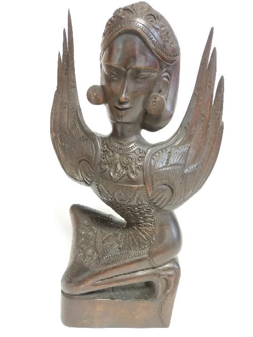 東南アジアっぽい置物ですが、何かご存じの方いらっしゃいませんか? 木製の彫刻です。昭和のものだと思います。