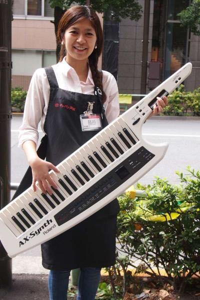 軽音楽部はこういうキーボード使ったりしますか!出来れば色々な方の意見聞きたいです!