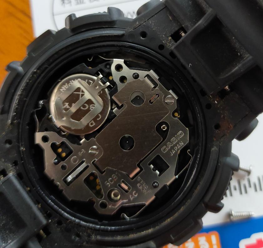 時計の電池交換 Ḡ-SHOCK 電池がうまく外せませんを どなたかご教示お願いします。