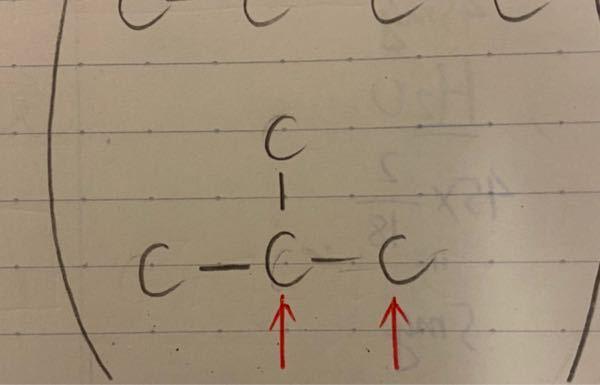 このCの骨格にヒドロキシ基をつける時に左右のCと上についてるCのどれにつけても同じものができるのはどうしてでしょうか? 立体構造的に考えればそうなるということでしょうか?