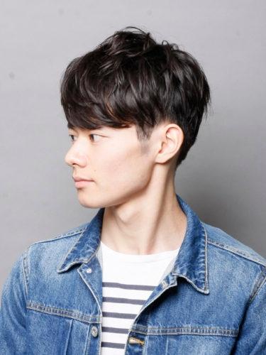 美容師にこの写真を見せて正面の感じは伝わりますか? ヘアカタログサイトで見つけたのですがサイド、後ろは有るものの正面の写真がなく自分でも前髪トップの感じがシャープなのかマッシュなのかレイヤーなのか分かりません。 ちなみに大人のスポーティーヘアってタイトルで載ってました。