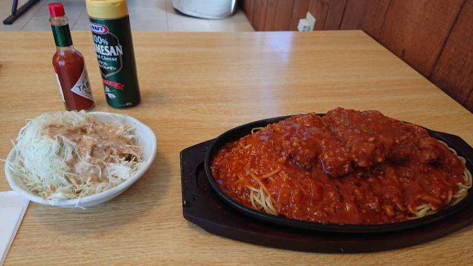 豚ロースカツ乗せミートスパゲッティー大盛(キャベツ付)は何カロリーだと思いますか? 画像参照