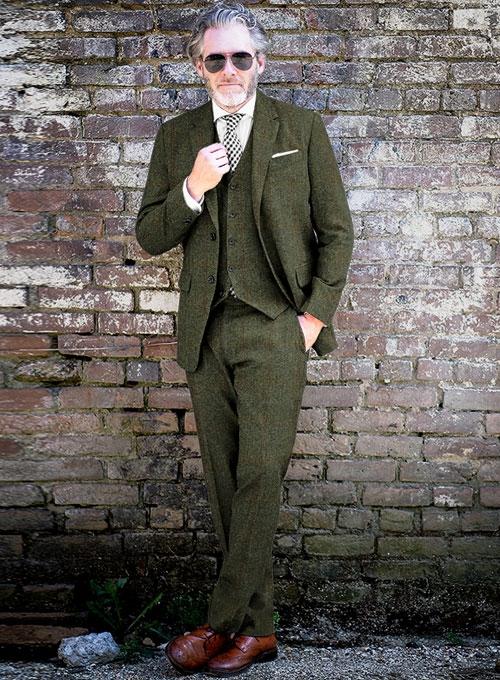 画像のスーツスタイルをどう思いますか?