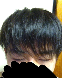 高校一年生です。 美容院で先月散髪をしたのですが この前髪は梳かれたからでしょうか それとも薄いのでしょうか。