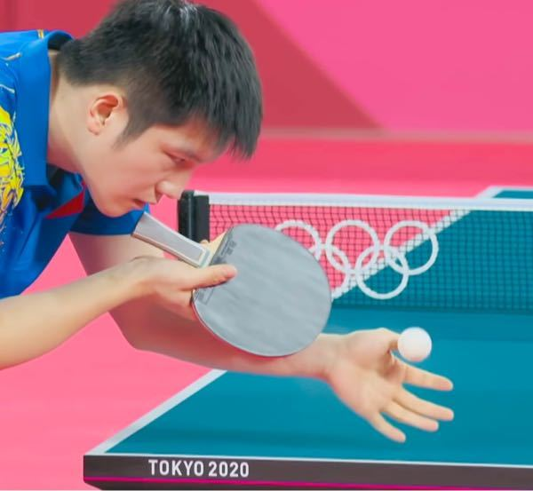 樊振東の使用ラケットとフォアのラバーを教えてください。オリンピックのやつです。