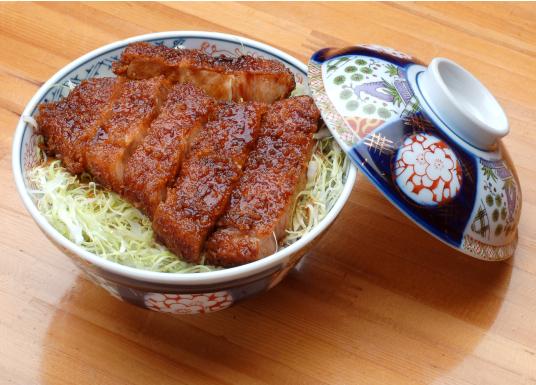 p(o´・∀・o)ノ彡 こんばんちゃ~♪ ソースかつ丼と煮カツ丼・・どっちが好き? 私は・・カツ丼が大好きでがんすぅ~(#^^#