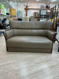 リサイクルショップで見つけたマルニのソファーですがシリーズが解らなのでどなたかご教示下さい。よろしくお願い致します。