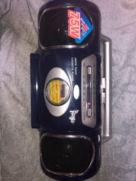 メルカリかヤフオクで出品したいカセットラジオがあります。しかし、品番もメーカーもわかりません。 どなたか、この写真の商品の品番を教えてください。